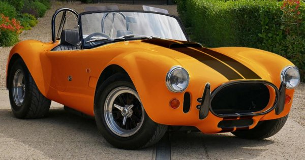 This all-electric AC Cobra has 617bhp