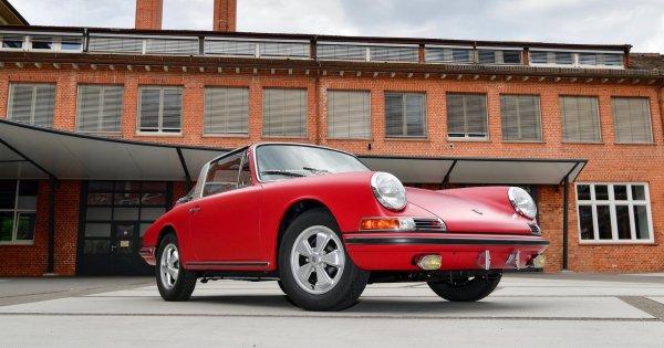 It took Porsche 3 years to restore this 1967 911 S Targa